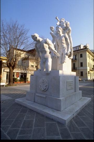 Piazza S.Francesco - Monumento ai caduti sul lavoro di Floriano Bodini (1995)